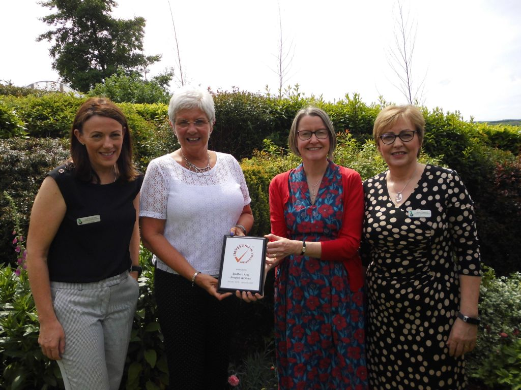 Hospice receive Investing in Volunteers Award